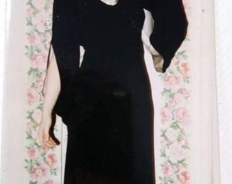 1930s Black crêpe evening dress in wonderful condition.