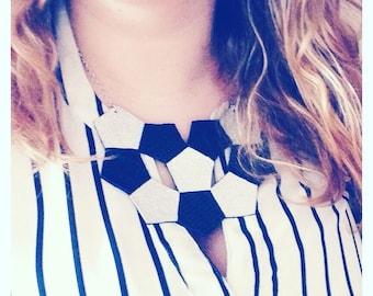 Mozaic bib necklace