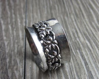 SUMMER SALE Asymmetrical Sterling Floral Spinner Ring - Size 8