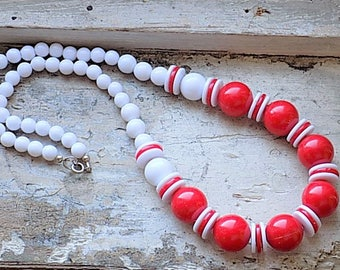 FREE SHIPPING Vintage Red and White Plastic Beaded Necklace