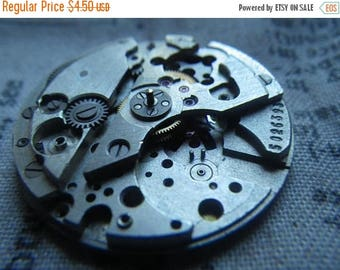 SALE 30% Off Watch Parts Lot 9 Round Watch Movement with Date Dial As Shown 1 Pcs