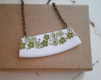 Vintage Corelle Crazy Daisy China Pattern Necklace. Broken China Jewelry. Broken Plate Green Flower Bar Pendant - Retro Floral Necklace Gift