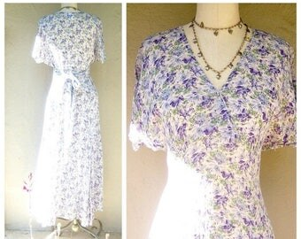 30% MOVING SALE Laura Ashley floral dress / lavender + sage / 80s 90s airy rayon dress / US medium 6-8, Uk 12 Eu 38