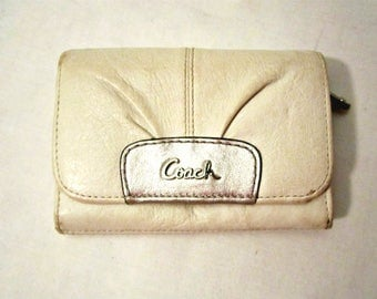 Coach Leather wallet, Coach leather purse, Woman's accessories, Off White leather wallet