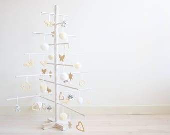Wooden christmas tree with 35 decorations