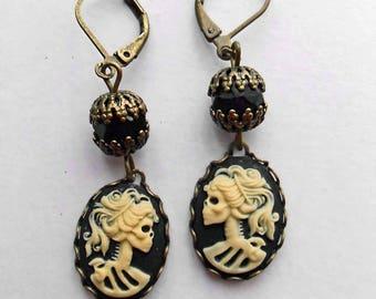 Small skull cameo earrings. Skull earrings. Gothic wedding. Creepy cute. Women gothic jewelry. Drop earrings. Black cameo earrings.