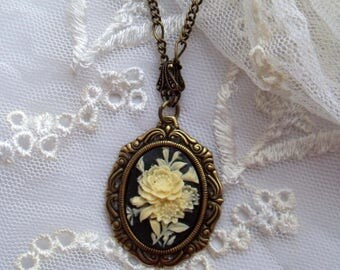 Women gothic jewelry. Filigree floral cameo necklace. Black cameo. Gothic wedding. Gothic gifts for her. Victorian style jewelry.
