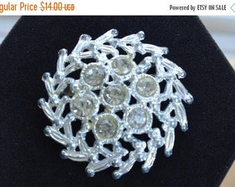 ON SALE Pretty Vintage Silver tone Rhinestone Floral Brooch (D1)