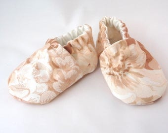 Peach Baby Shoes, cloth baby shoes, fabric baby shoes, shabby baby shoes, handmade shoes, cotton baby shoes, baby gift idea, baby shower