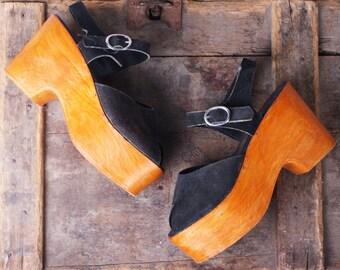 PEEP SHOW Vintage 1970s Suede Peep Toe Platform Sandals / Size 5 / Montgomery Ward