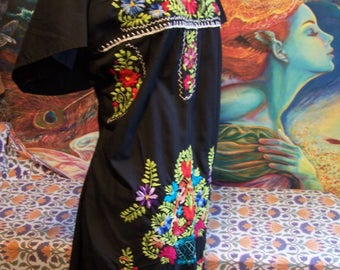 Mexican Dress, Embroidered Mexican, Black Mexican dress, Frida Kahlo dress, size L