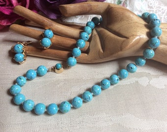 Vintage turquoise look bead necklace clip earrings set, knotted robin's egg color turquoise look single strand necklace clip earrings set