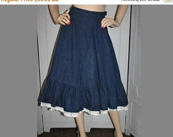 ON SALE Vintage 1970's Skirt. Western Denim Skirt with Eyelet Lace Trim. Small.