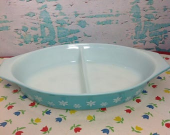 Vintage Pyex aqua with white Snowflakes Snowflake oval divided casserole dish No lid kitchen Cooking Baking Chef Food storage turquoise