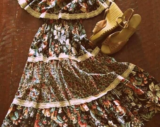 WINTER SALE Vintage 70s floral sundress / lace trim tiered Hippie dress / Folk Festival Boho Summer sundress