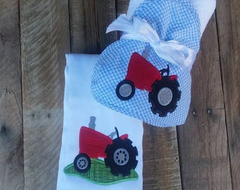 Burp cloth gift set, hooded towel, baby shower gift, boy baby gift, personalized, burp rag, tractor