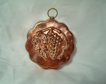 Vintage Copper Grapes and leaves Gelatin Jello Mold Made in Korea.