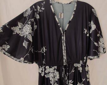 70s Black White Maxi Lounge Dress Zip Up White Floral Print Bell Flutter Sleeves Granada Hawaii Polyester Kaftan