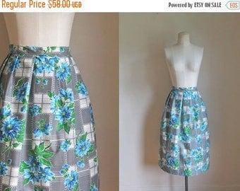 20% off SALE vintage 1950s novelty skirt - BLUE DAISY floral full skirt / M/L