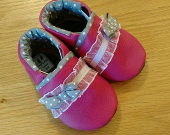 Pink baby girls shoes with gray polka dots and bows size 3-6 months baby girls moccasins