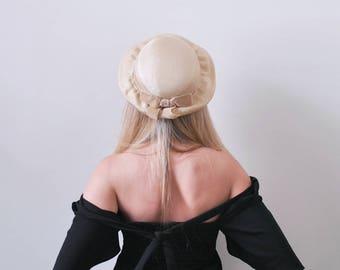1950's Tan Brim Hat. Brown velvet bow. 50's round hat. curvy brim. straw.