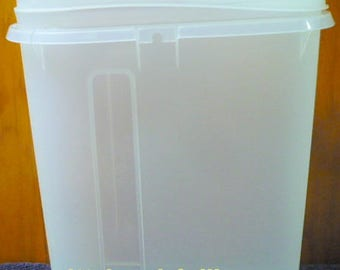 New Listing - Tupperware - 587 - Clear - No Handle - Oval Juice Container - EUC