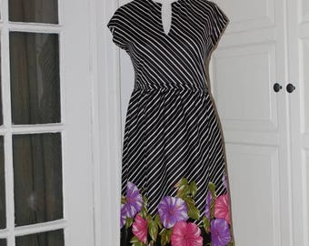 ON SALE 70s Dress, Graphic Floral, Stripes, Petunias, by Nancy Greer, Disco, Size Medium