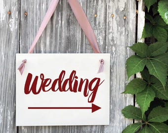 Wedding Directional Sign | Right Arrow Pointing to Wedding Ceremony or Reception | Feather Arrow Wedding Signage | Banner 1430R BW