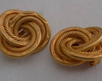 Vintage earrings,runway madmen matte gold tone etched rope twist knot clip-on earrings