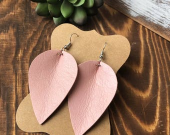 Leather Petal earrings - Blush
