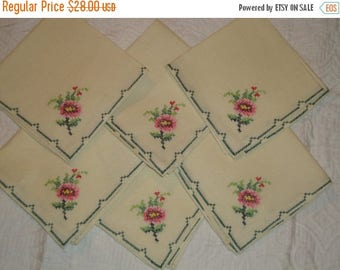 SIX Expertly Hand-Done Cross Stitch EMBROIDERED Unused Vintage Table NAPKINS - Mint