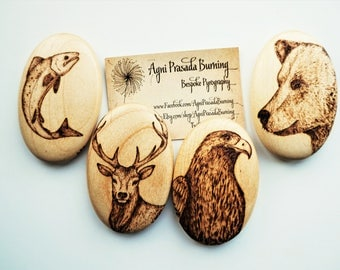 spirit animal, smooth wooden stone, wooden pebble, pyrography wooden pebble, original artwork on wood, wooden gift, pagan gift, wiccan art