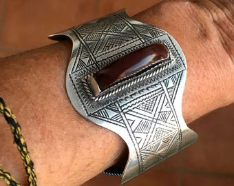 Tuareg SILVER Filigree Cuff with dark Carnelean stone & geometrical patterns , Flexible
