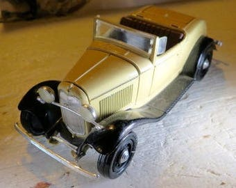 Classic Model car The ERTL Co. Yellow Convertible moving Doors 0862W