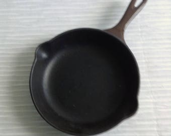 Le Creuset Cast Iron Enamel Fry Pan.  #20 Double spout.  Cast Iron interior.  Brown.  Mid century, Eames era. France. Vintage  1960