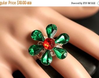 EASTER SALE Christmas Flower Ring. Red and Green Ring. Holiday Ring. Christmas Ring. Holiday Jewelry. Adjustable Ring. Christmas Jewelry.