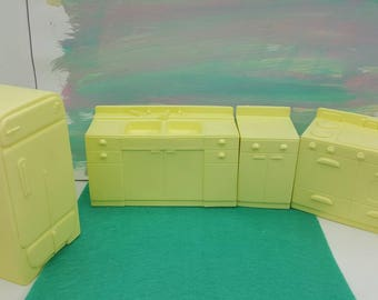 Marx Marxie Mansion Soft Plastic  Kitchen Pieces Toy fridge stove Counter Sink Pale Yellow Dollhouse Traditional Style