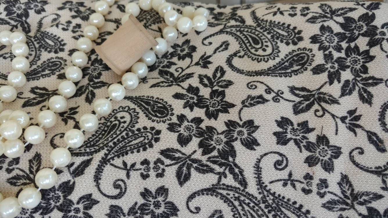 retro heavy knit toile fabric in paisley flowers. Black Bedroom Furniture Sets. Home Design Ideas