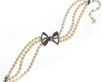 Vintage Richelieu Pearl Bow Choker Necklace