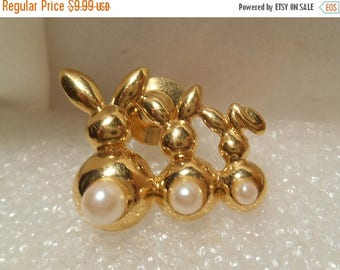 50% OFF SALE Avon Retro Vintage 1995 Three Bunnies Tac Pin Gold Tone With Simulated Pearls