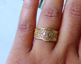 Wide 14k Filigree flower band ring