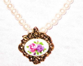 AVON Pearl Necklace with Victorian Romance Pendant 1993 - Single Strand
