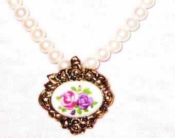 AVON White Faux Pearl Necklace with Victorian Romance Pendant 1993 - Single Strand