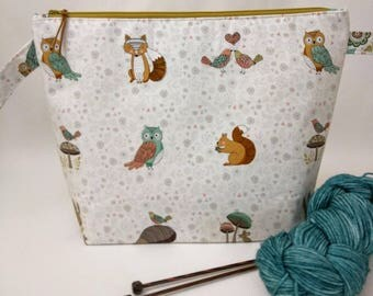 Medium Wide-Mouth Wedge Bag with Organizer Pockets - Doodle Bug Animals