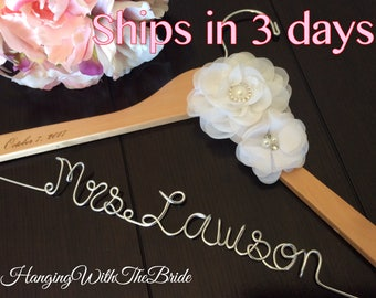 Personalized Wedding hanger, custom wire hanger, bridal hanger, bride gift, bridesmaids gift, custom made hanger