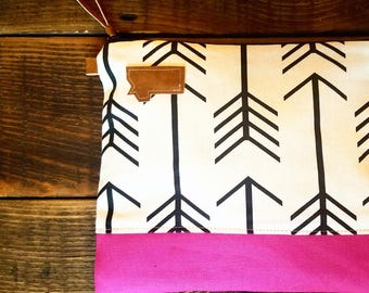 Montana Clutch/White with Black arrows/Fuchsia Canvas Bottom detail/Caramel brown vegan leather details/Black zipper
