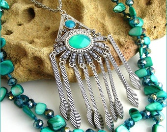 Necklace /Sautoir bib turquoise - Triangle, feathers, metal and mother of Pearl