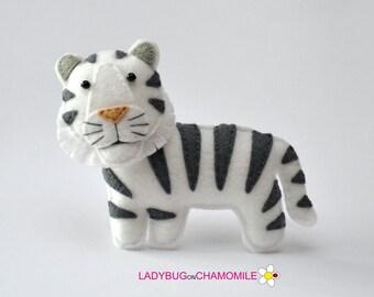 Felt WHITE TIGER, stuffed felt Tiger magnet or ornament, cute Tiger, Tiger toy, felt animal, home decor, Tiger gift, forest animal