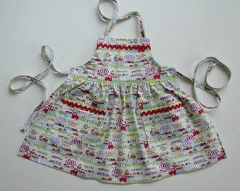 Toddler/girl apron, fruit market scenes, farmers' market, apron with pockets, street scenes, birthday gift, stocking stuffer, sizes 1 to 6.