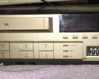 RCA SelectaVision VCR Video Cassette Recorder V.R. 515 Model VKT325 VHS Tape Player!